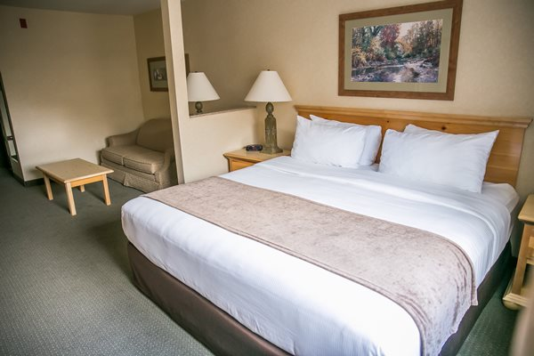 king bed suite at Thumper Pond